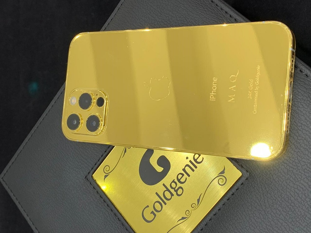 Gold iPhone 12 maq